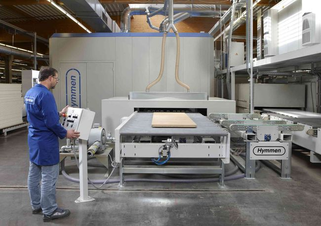 Eine Hymmen Digitaldruckanlage für den Druck auf Papier oder auf Folie, wie es sie weltweit in der Größe noch nicht gibt.  (Foto: Hymmen)