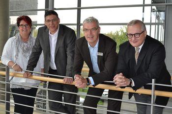 Sorgen sich um Handlungsfähigkeit von Unternehmen und Kommunen: (v.l.) Beate Kautzmann, Knut Giesler (beide IG Metall), Albrecht Pförtner (pro Wirtschaft GT) und Burkhard Marcinkowski (Unternehmerverband).