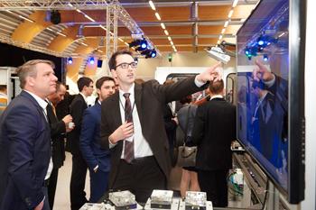 Innovationen-Projekte-Besichtigung-der-SmartFatcoryOWL