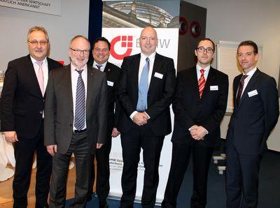 Die Schweiz als attraktiver Markt für deutsche Unternehmen: BVMW-Kreisgeschäftsführer Udo Wiemann (2.v.l.) hatte verschiedene Schweiz-Kenner eingeladen. Manfred Faulhaber (l.) Geschäftsführer STAGEx berichtete über seine Erfahrungen.