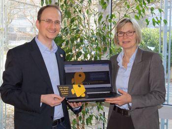 Freuen sich auf spannende Ideen aus der Region: Das Padercrowd-Team Heiner Buitkamp und  Heike Süß von der Wirtschaftsförderung Paderborn (Foto: WfG)