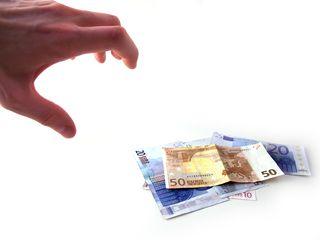 Unternehmen, die Kapitalerträge ausschütten, sollten sich rechtzeitig darauf einstellen, dass die Kirchensteuer auf Kapitalerträge ab dem nächsten Jahr automatisch abgezogen wird. (Foto: Fotolia)