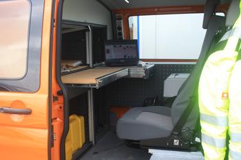 Ideale Arbeitsmöglichkeiten im Fahrzeug (Foto: Swoboda)